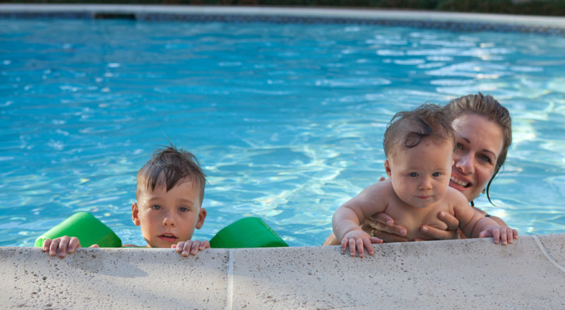 mom-and-kids-in-pool
